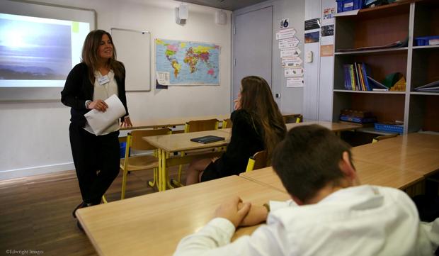 """© Edward Wright / Pernilla Wiberg hält in einer Schulklasse (8-11 Jahre alt) in Monaco, eine Vortrag zum Thema """"Career´s day""""."""