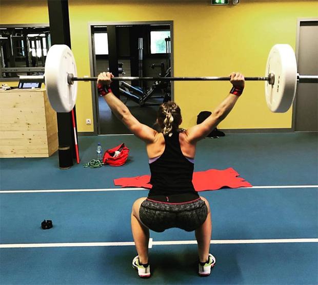 Tessa Worley stemmt Gewichte für Olympia (Foto: Tessa Worley / Facebook)