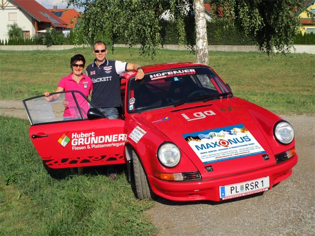 Kathi Zettel mischt sich bei Austrian Rallye Legends-Motorengeheul unter das Publikum (Foto: Kurt Gaubinger)