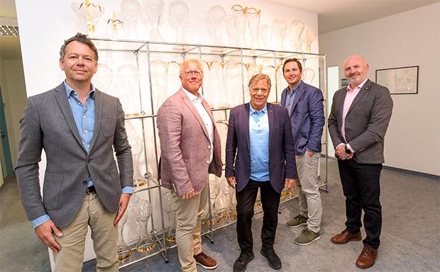 Christian Salomon (IMG), Robert Portman (EBU), Peter Schröcksnadel (ÖSV), Christian Scherer (ÖSV) und Glen Killane (EBU, von links) freuen sich über die frühzeitige Vertragsverlängerung. (Foto: Erich Spiess)