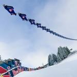 Spektakulär: Red Bull Skydive Team fliegt über die legendäre Streif