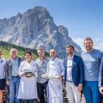 Aleksander Aamodt Kilde löst seinen Preis für den Gewinn der Südtirol SkiTrophy ein