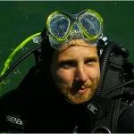 Marco Schwarz geht beim Heimtraining am Weißensee auf Tauchstation