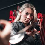 Mikaela Shiffrin hält Atomic weiterhin die Treue