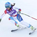 Corinne Suter und Stacey Cook gewinnen FIS-Abfahrten in Cooper Mountain