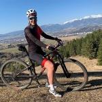 Petra Vlhová spult mit dem Mountainbike Trainingskilometer ab